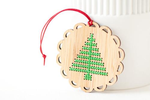Decorazioni natalizie da ricamare a punto croce